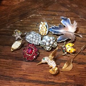Lot of 10 little pins and brooches